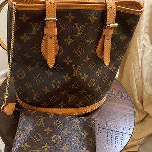 💯 Authentic Louis Vuitton Bucket Petite